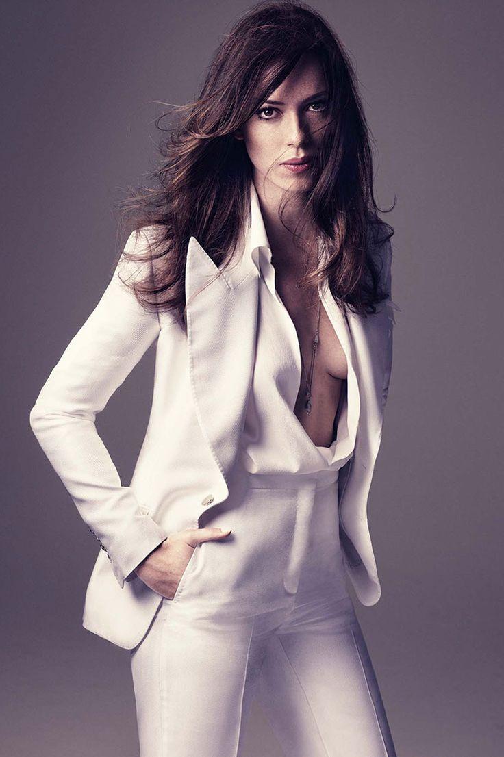 Iron man actress rebecca hall shows off her svelte frame in halterneck retro bikini