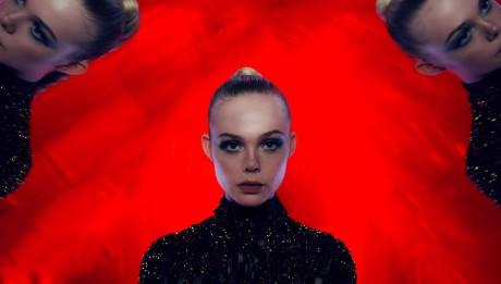 В прокат выходит фэшн-хоррор «Неоновый демон»