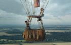 Дуэт Эдди Редмейна и Фелисити Джонс на воздушном шаре в трейлере «Аэронавты»