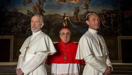 Новый Папа 9 серия Джуд Лоу плавки