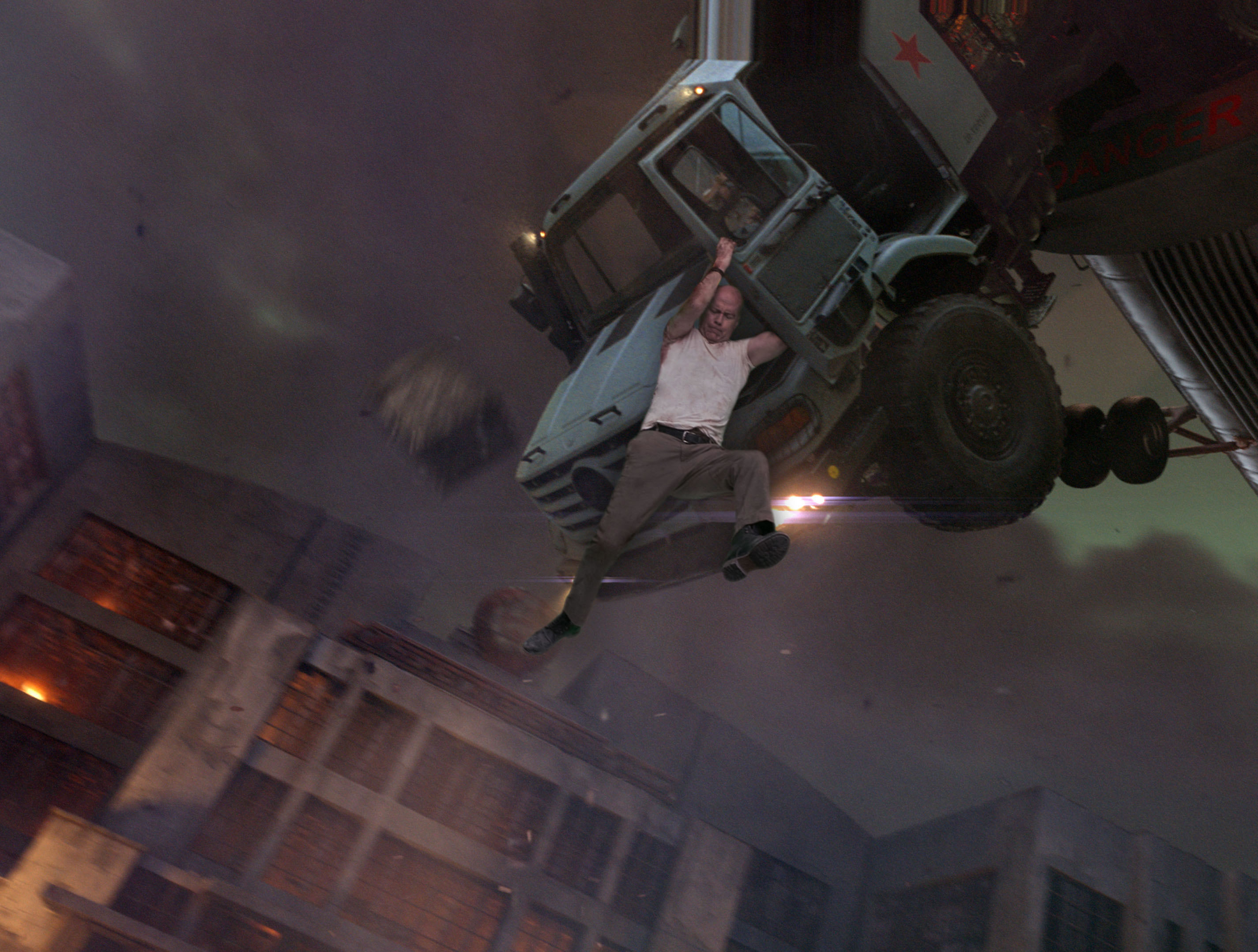 Крепкий орешек Хороший день, чтобы умереть (A Good Day to Die Hard) 2013 вертолет грузовик