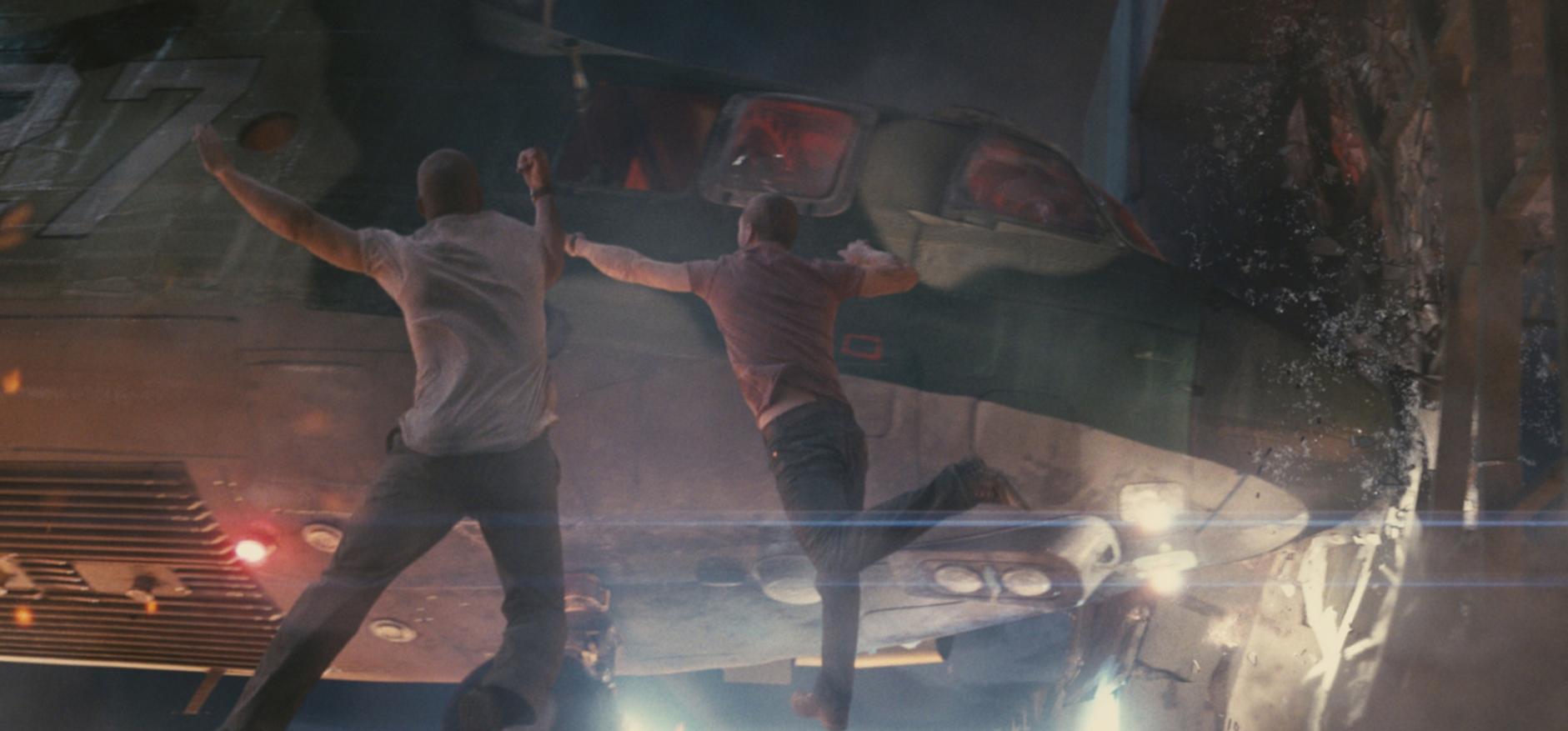 Крепкий орешек Хороший день, чтобы умереть (A Good Day to Die Hard) 2013 крушение вертолета
