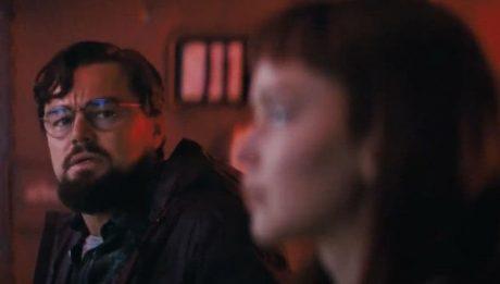 """Леонардо Ди Каприо и Дженнифер Лоуренс на новых кадрах фильма """"Не смотри вверх"""" Адама Маккея"""