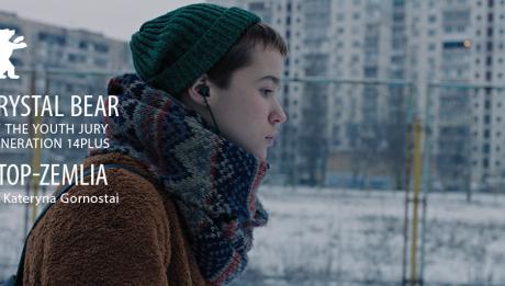 """Український фільм """"СТОП-ЗЕМЛЯ"""" отримав """"Кришталевого ведмедя"""" на 71-му Берлінському міжнародному кінофестивалі Crystal Bear for Best Feature Film by the Generation 14plus Youth Jury — одна із найбільш вагомих нагород фестивалю, та є першою для українського фільму в цій категорії."""