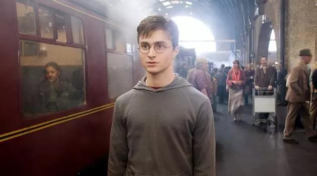 Где снимали Гарри Поттера Платформа 9 34 на вокзале Кингс-Кросс