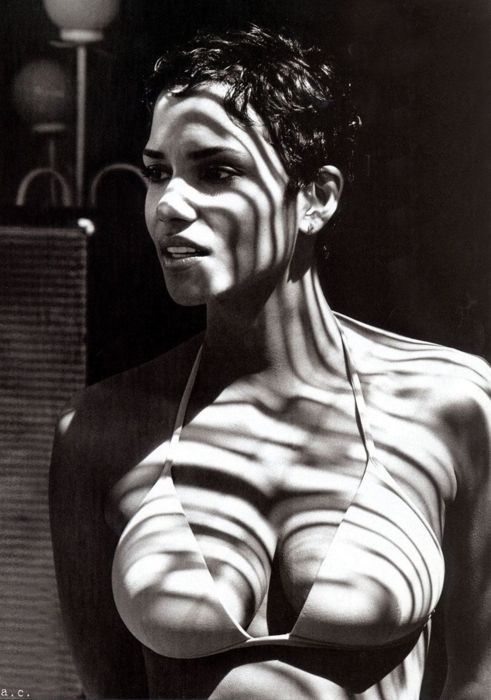 Хэлли Берри фото грудь Halle Berry photo breast