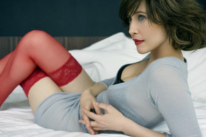 Вера Фармига фото белье красные чулки Vera Farmiga photo lingerie red stockings