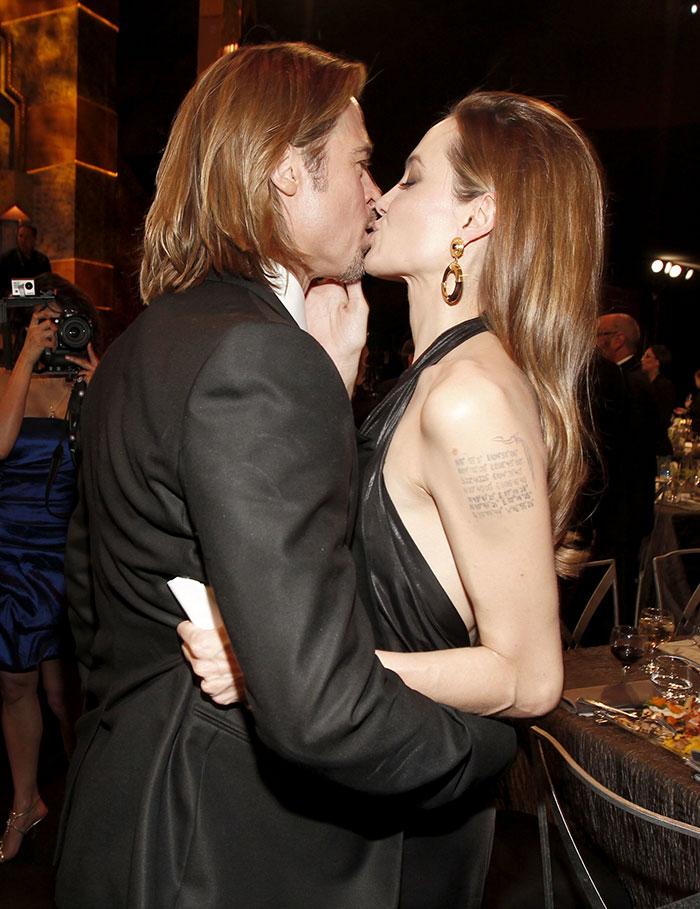 С Брэд Питт копирует стиль своих женщин Анджелина Джоли
