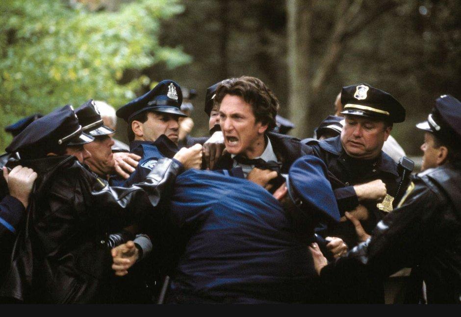 5. Таинственная река (Mystic River) (2003)