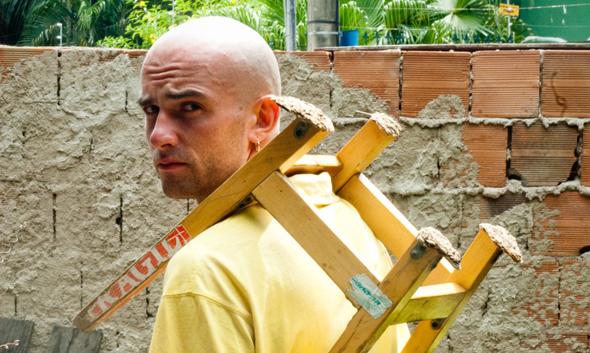 «Людина з табуретом» – фільм про подорож довжиною в життя