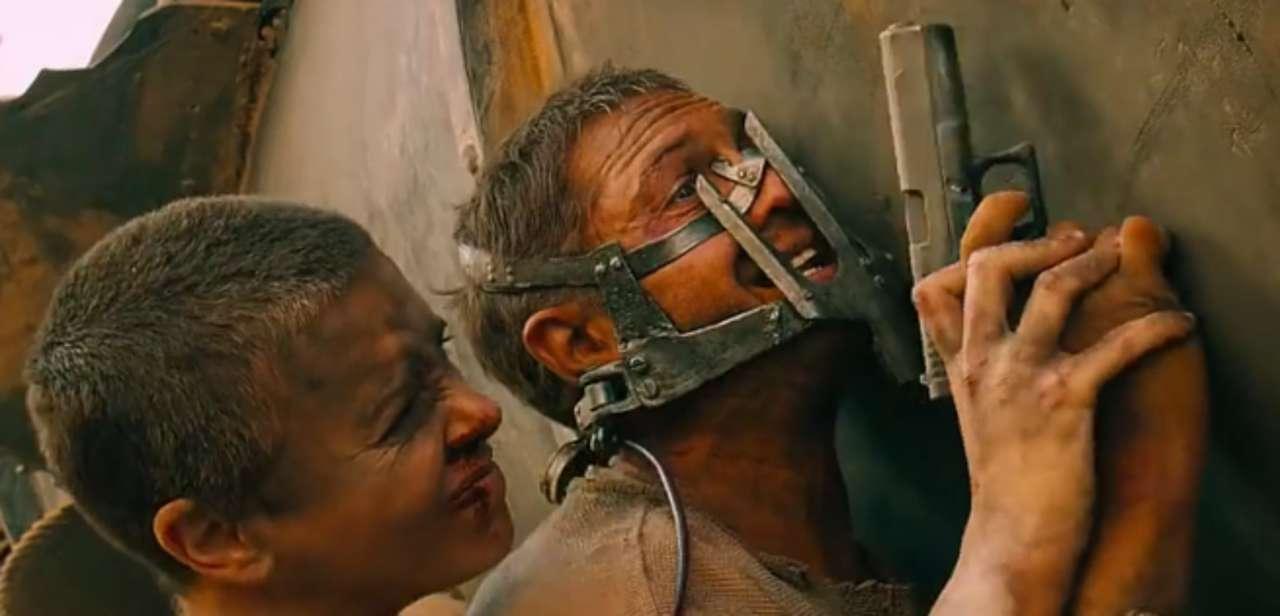 Лучшие роли Тома Харди 7. Безумный Макс Дорога ярости (Mad Max Fury Road) 2015