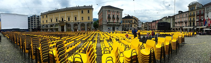 800px-Festival_del_film_Locarno,_Piazza_Grande_-_panoramio