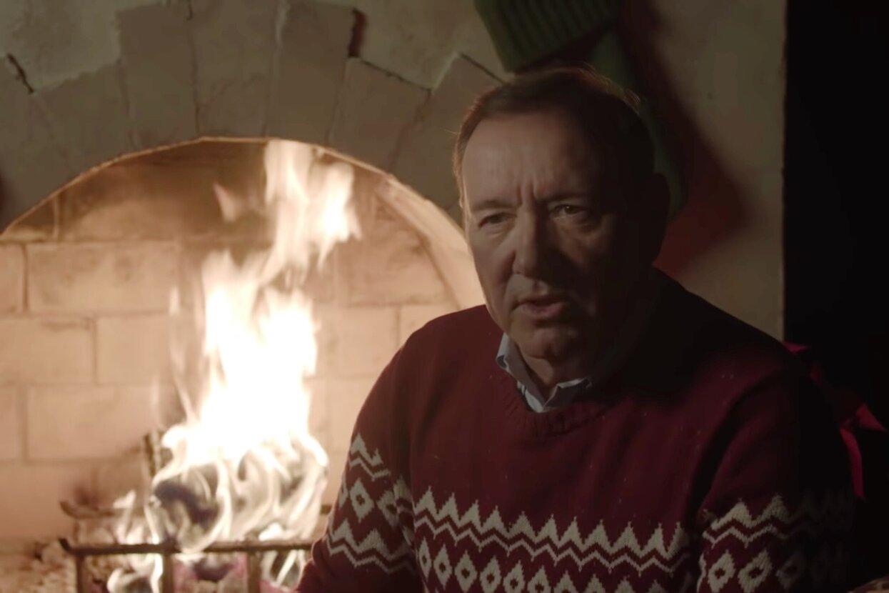 Кевин Спейси поздравил всех с Рождеством в очередном странном, но интересном видео