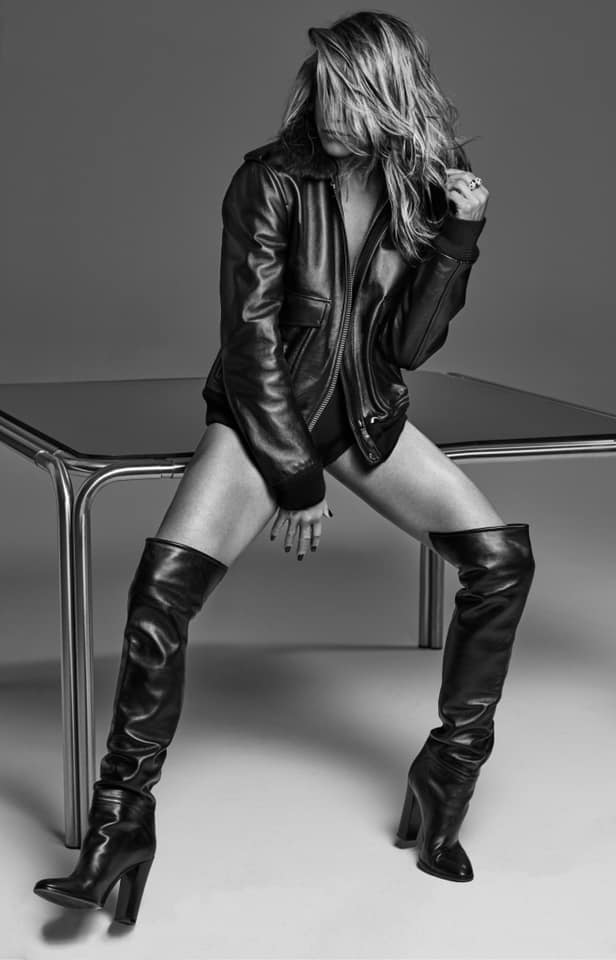 Дженнифер Энистон снялась в откровенной сессии для Interview