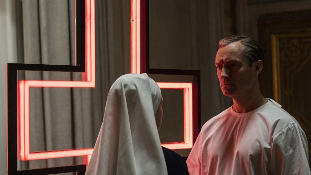 Новый Папа 7 серия Джуд Лоу монахиня