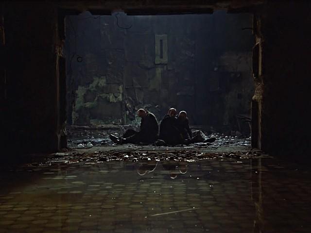 Кадр из фильма «Сталкер». Режиссер Андрей Тарковский. 1979 год Герои на пороге комнаты исполнения желаний